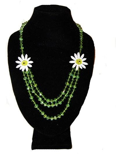 Ожерелье из бисера Ромашки зеленые.